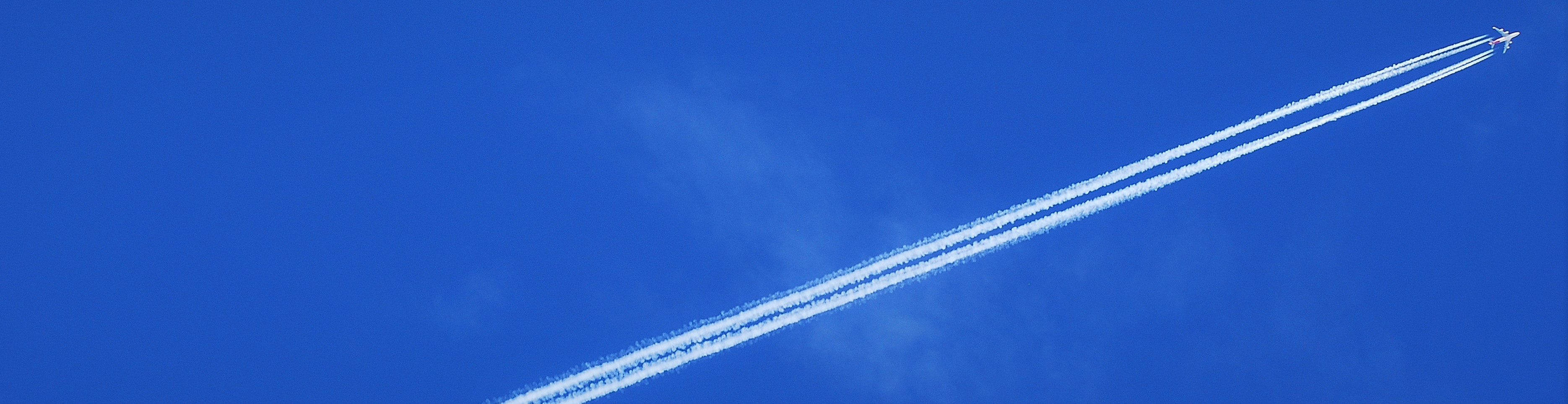 Boeing-747-Contrail (2)